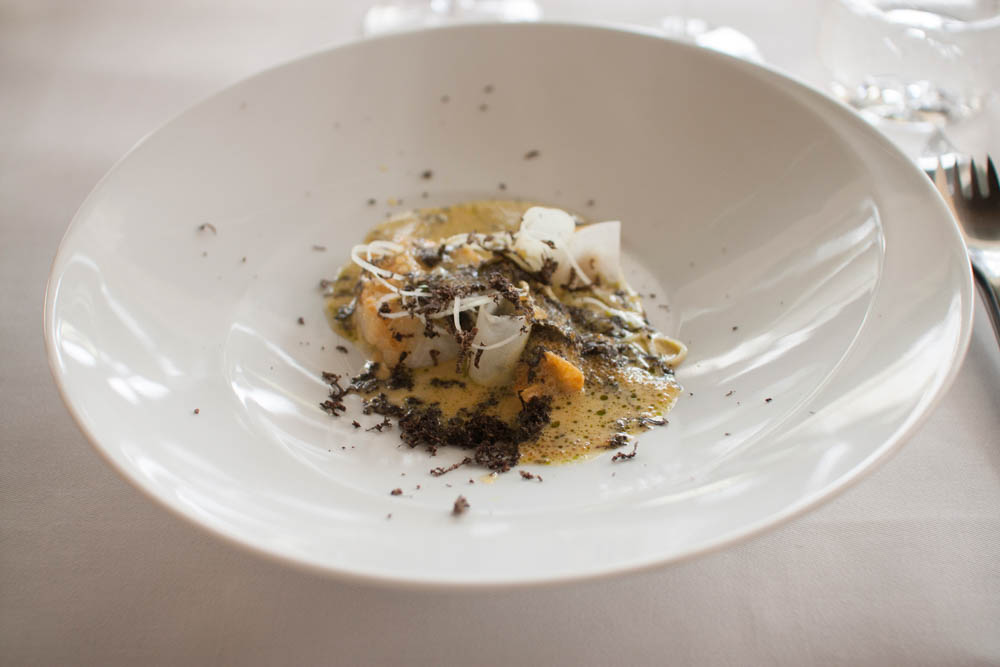 "Turbot, mussels, ""løyrom"" and truffle"