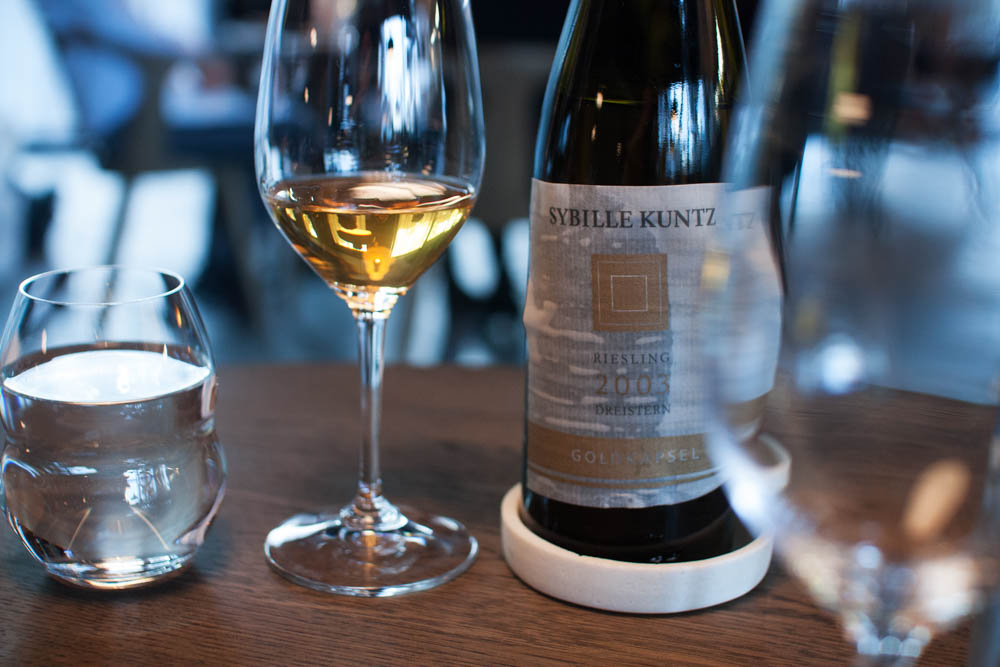 The wine pairing for the carrot dish. A Sybille Kuntz Riesling vintage 2003 Goldkapsel. Anders' favorite wine of the evening!