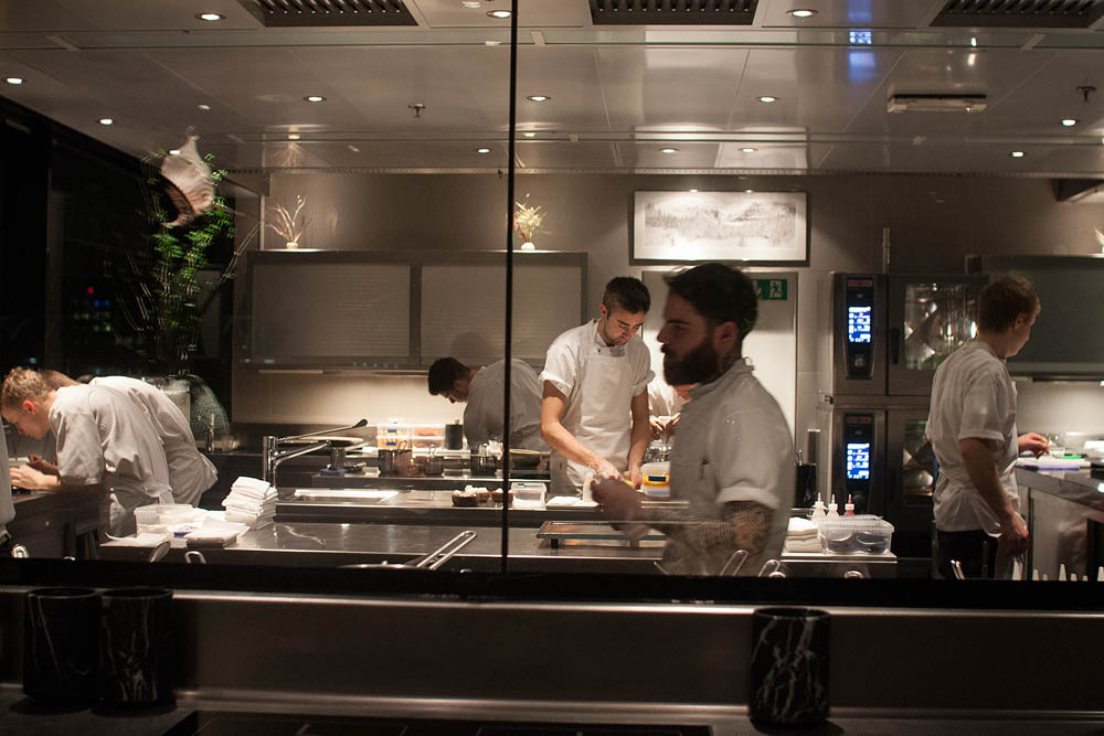 Restaurant Kitchen View maaemo - andershusa