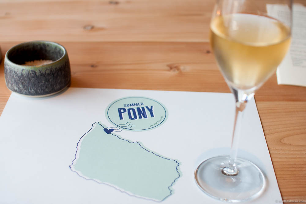 A glass of Champagne as you enter and this pretty menu with SommerPONY marked on the Bornholm map