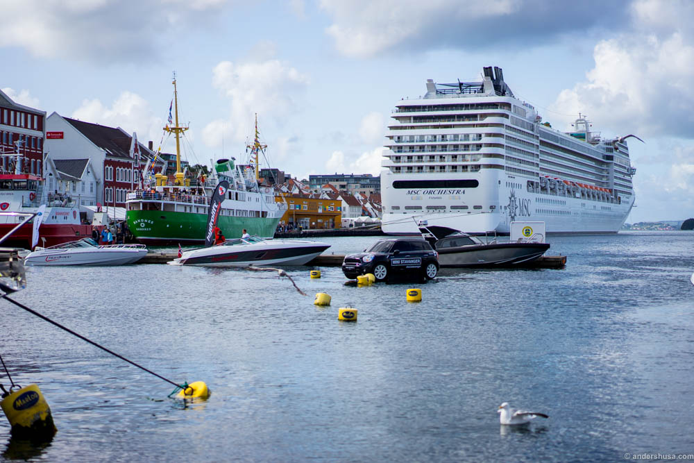 "Big boats, small boats and untradtional ""boats"" in the Stavanger harbour"