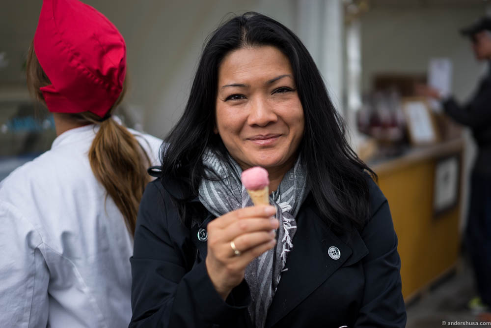 Analiza was happy with her gelato. Check lizasmatverden.blogspot.no