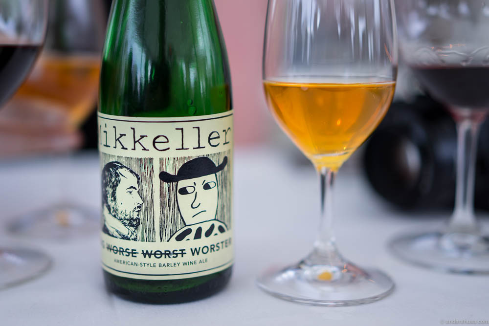 To match the cheeses we got a Mikkeller Big Worster, an American style barley wine ale. A rich, flavourful beer that can deal with some serious blue cheese punches