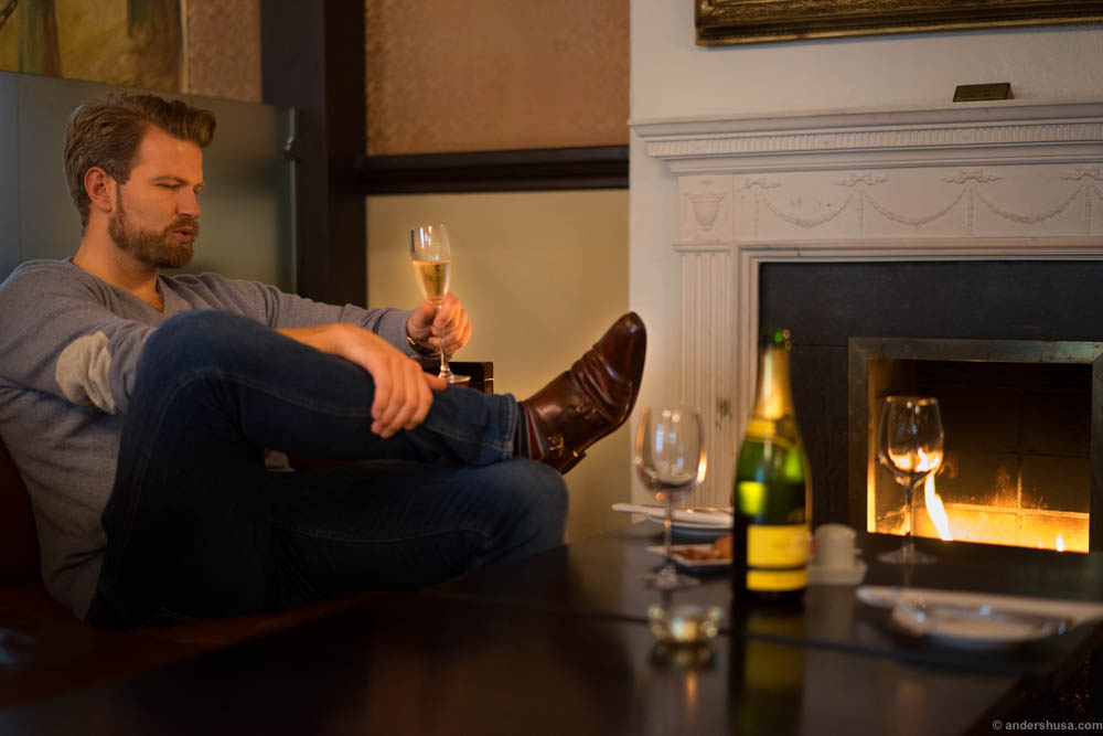 We enjoyed some bubbles in the glass and the first snack next to the cosy fireplace in the room to the left as you enter; Lauritz Ruus Bar