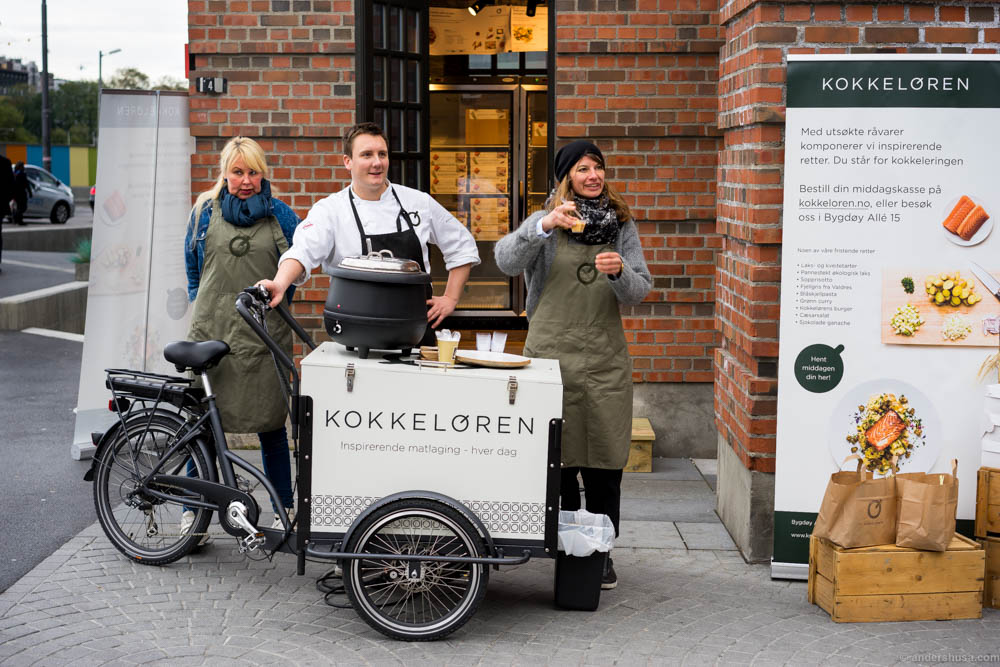 At Aker Brygge you can pick up the box you have ordered online, or choose among three daily dishes if you just pop by