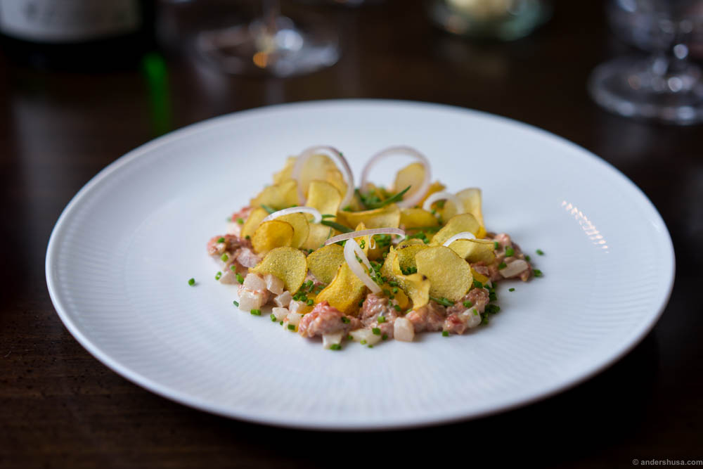 """Smoked tartare of veal, with tarragon, crispy potato chips, onion, chives, """"asier"""" and a cream on egg yolk. A great tartare! Creamy and fat, nice acidity from the """"asier"""" and that interesting liquorice/fennel/anis flavor from the estragon. Crunch and texture from the chips and onions."""