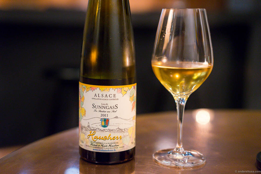 Domaine Hubert et Heidi Hausherr - Sunngass 2011, Alsace. Our wine for the evening. A fruity and well balanced wine. Flower aroma. Check that golden color!