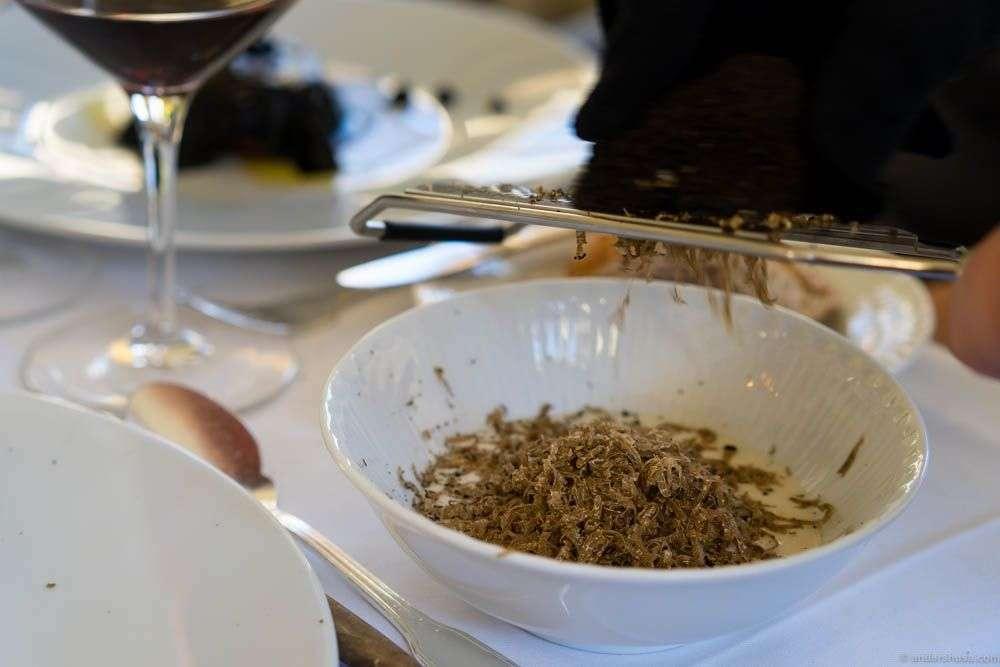 Jerusalem artichoke espuma with truffles