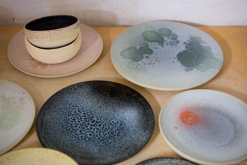 A selection of bowls plates and platters & anette-krogstad-ceramic-ceramics-stoneware-keramikk-kunstner-artist ...
