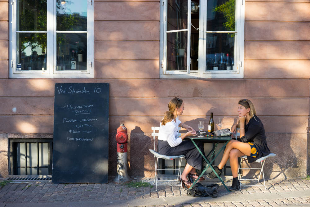 There's hardly anything more cosy to do in Copenhagen during the summer than enjoying a glass of wine at Ved Stranden