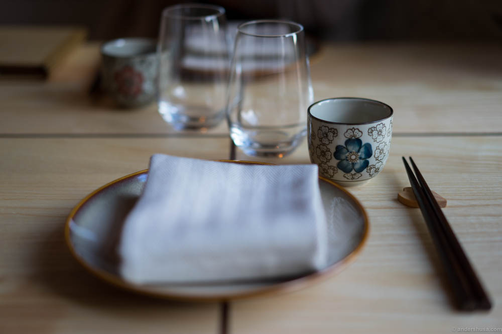 I love the cups and plates they've found. Sets the mood straight away.