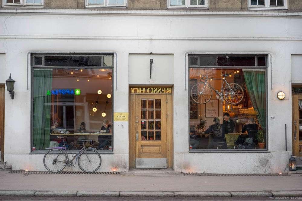 Rouleur. Wine bar and bike repair shop
