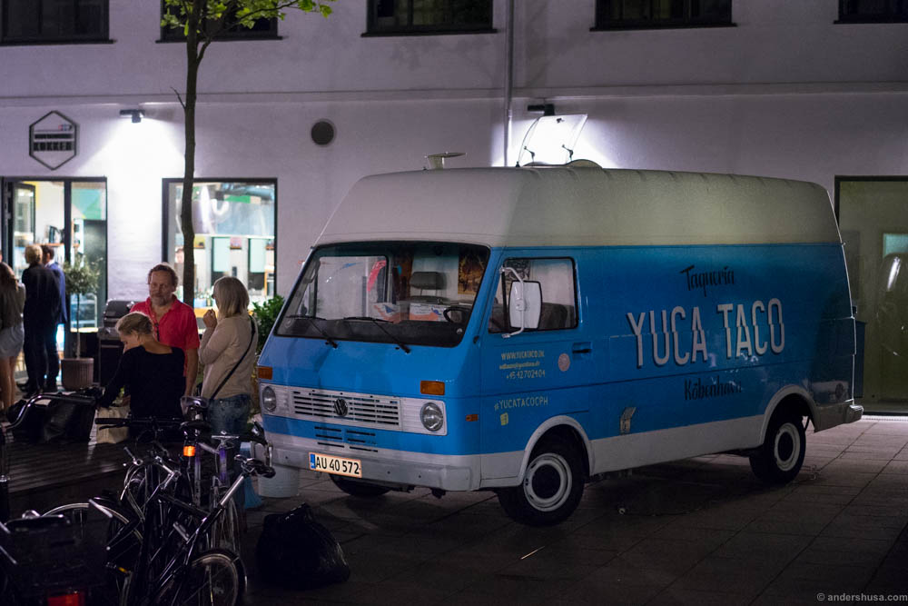 We caught up with the Yuca Taco truck in Valby. 7 km from Stedsans at ØsterGRO