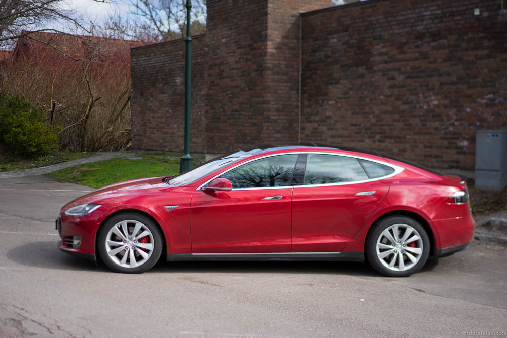 We arrived in a Tesla Model S, and it was possible to charge the car in the parking lot of Engø Gård!