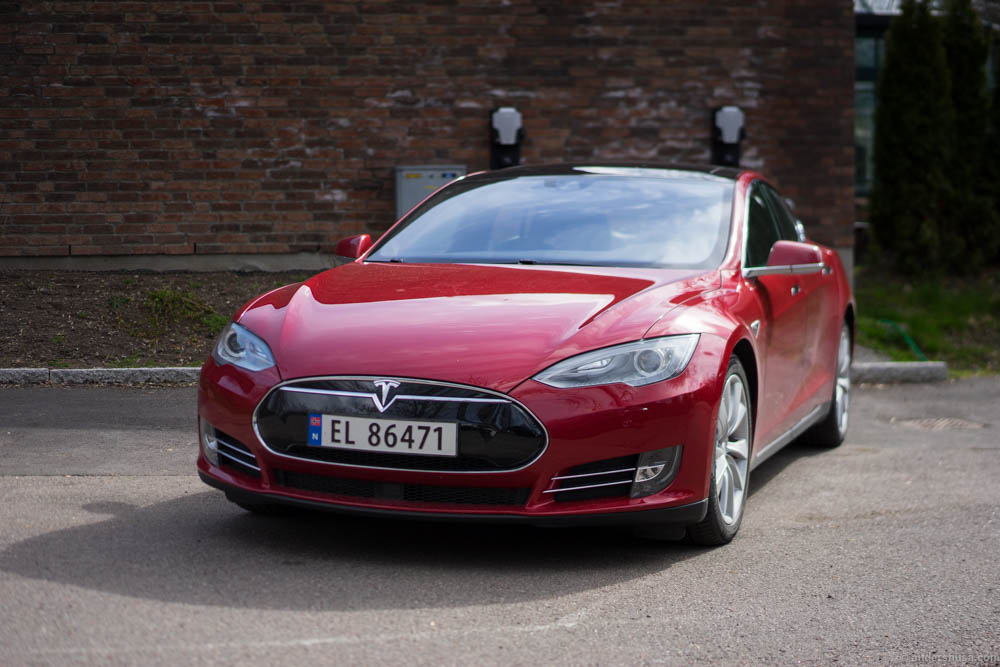 The Tesla Model S was charging all night and the next day it was ready to transport us another 439 km