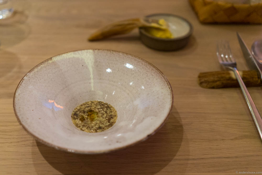Porridge of white asparagus from Hjo with Icelandic truffle algae