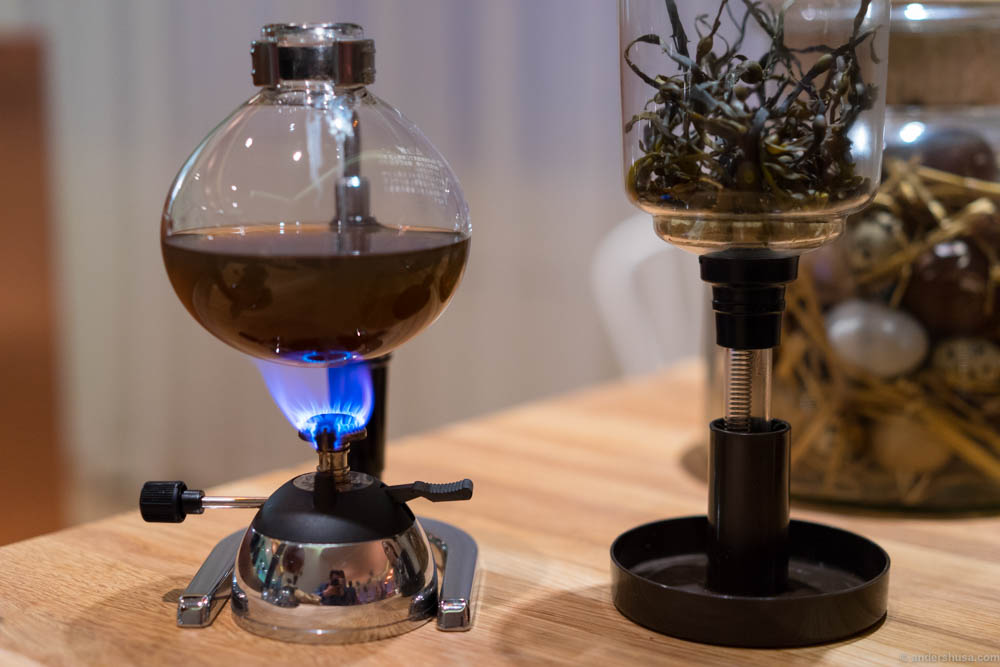 Siphon coffee maker used to heating the algae broth