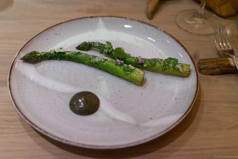 Green asparagus with grilled butter and wild herbs