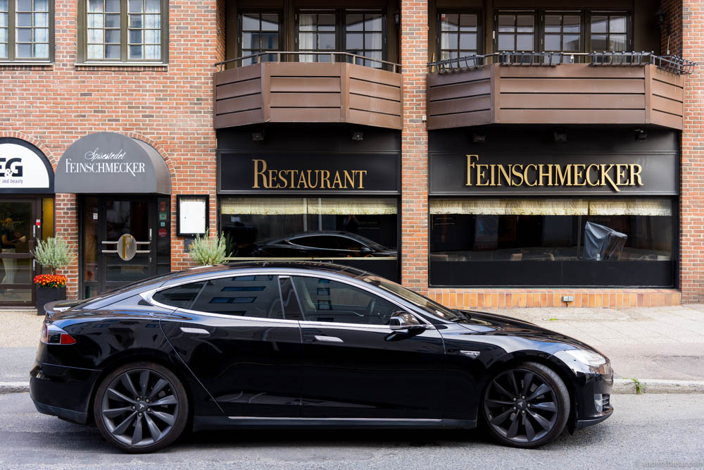 A black Tesla parked outside Feinschmecker. Was it a stunt from Lakrids?