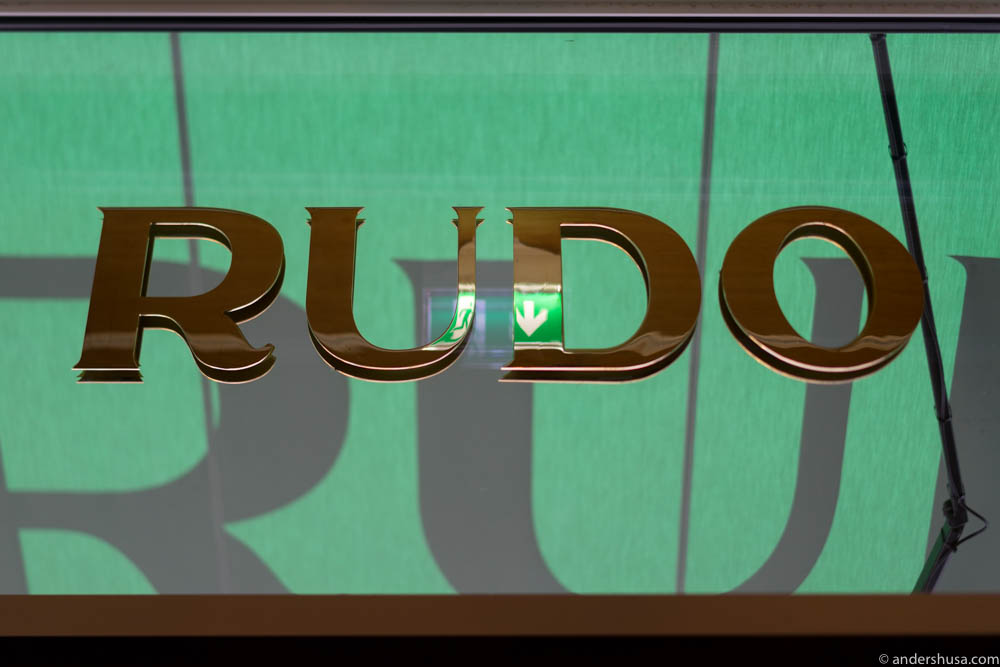 The brass color is dominant at Rudo