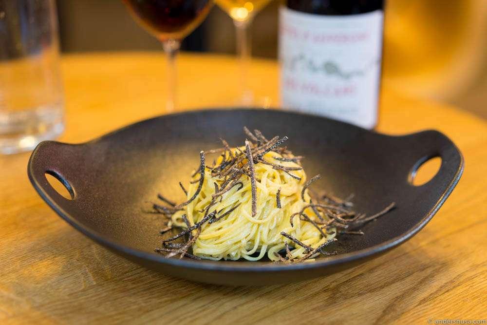Linguini pasta with egg cream & truffle
