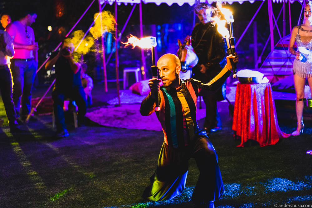 The torch juggling man