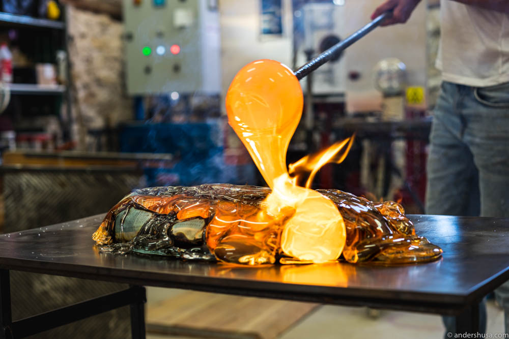 The molten glass is 1150 ° C