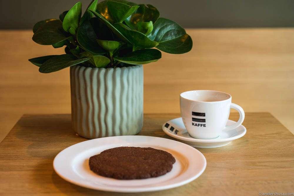Double macchiato & a chocolate cookie