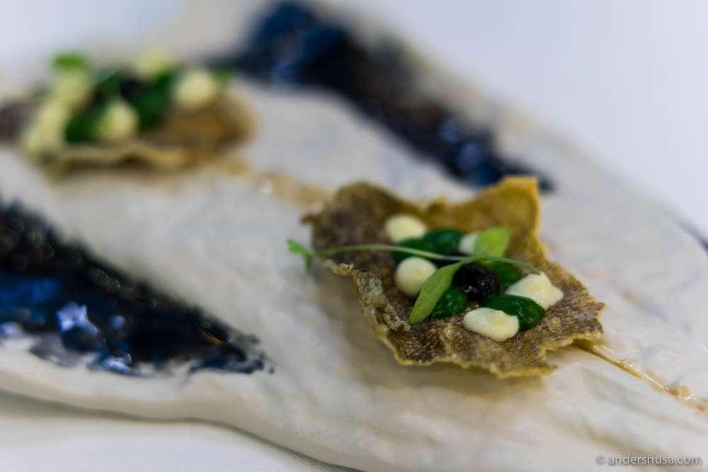 Chips of deep-fried bacalhau skins