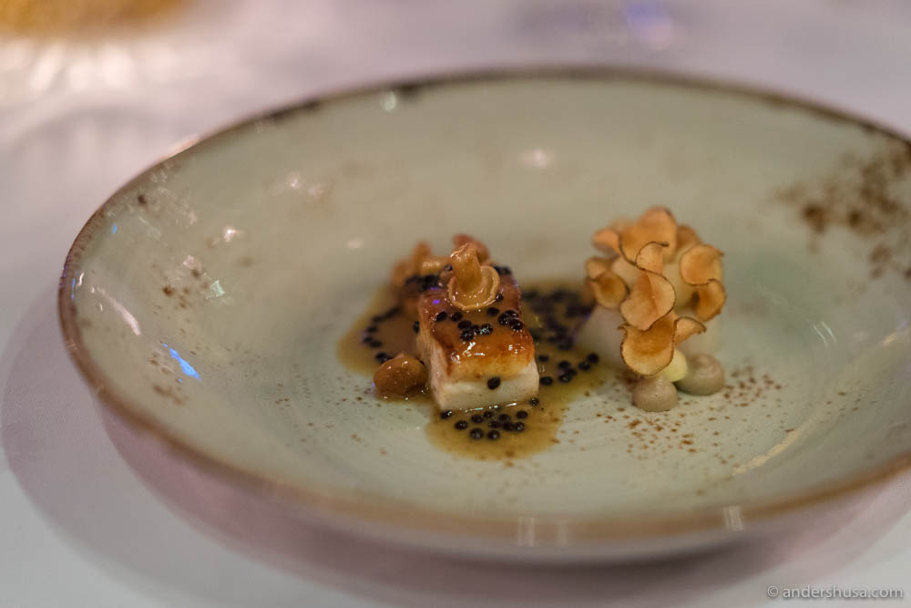 Fried plaice with butter-glazed Jerusalem artichoke, caramelized Jerusalem artichoke cream, Jerusalem artichoke chips, sour apples, and chicken sauce with Avruga caviar & pickled chanterelles