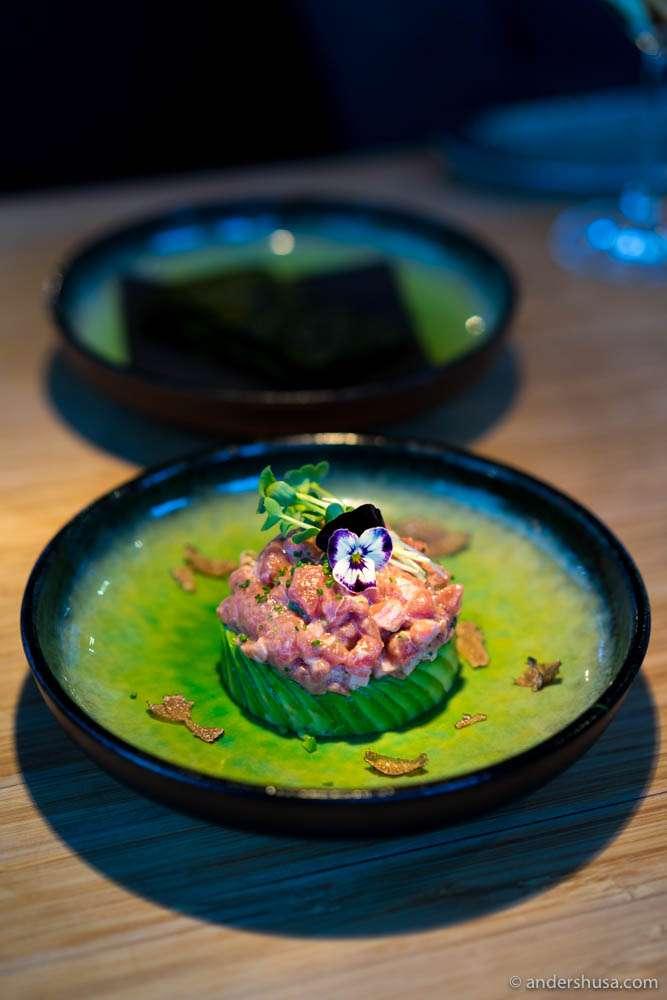 Tartare of Norwegian tuna, with avocado, and crispy nori wraps