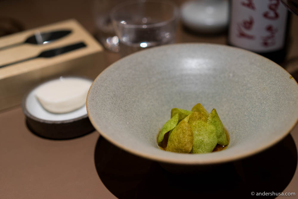 "The Artichoke – Warm cake of artichoke and almond, brown butter, maple syrup, bay leaf ice cream and crispy ""artichoke leaves"" made of almond."