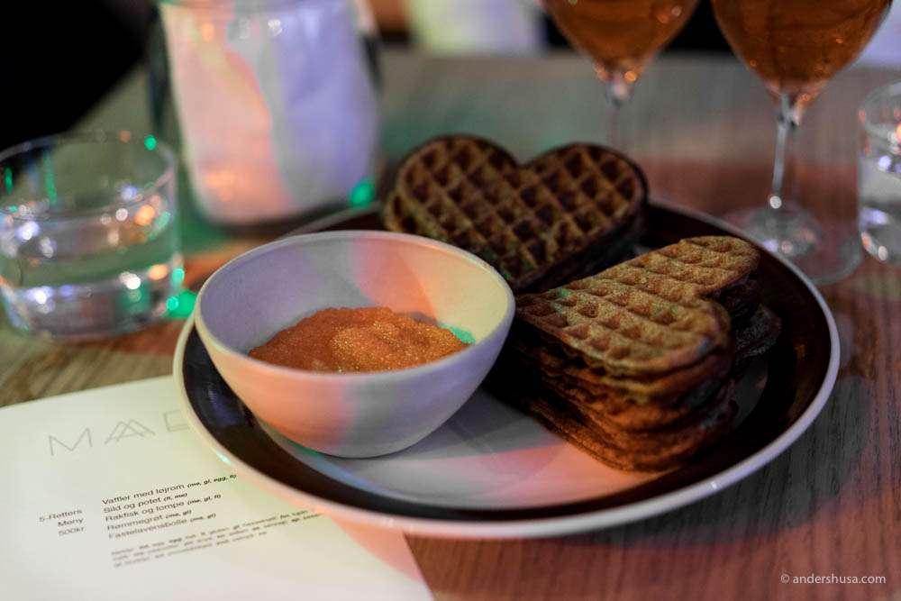 A Maaemo classic – waffles & løyrom