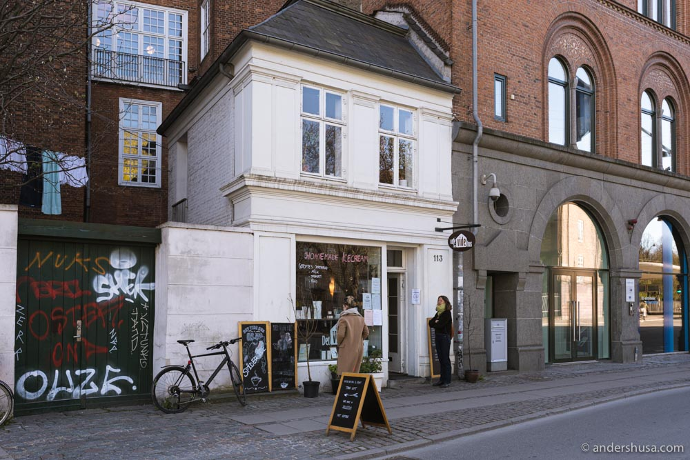 Café Det Vide Hus has its name from the white house it occupies.