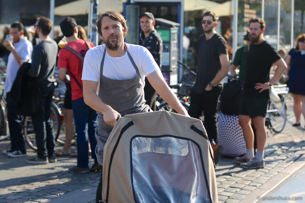 René Redzepi casually passed by the queue. Photo: Roy Husa