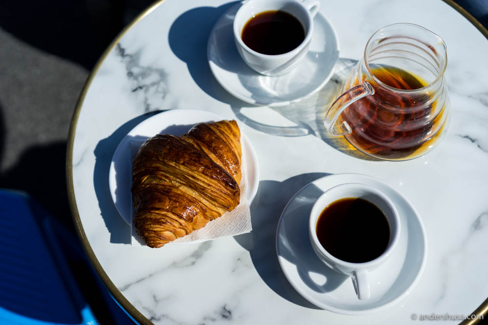 V60 coffee & croissants
