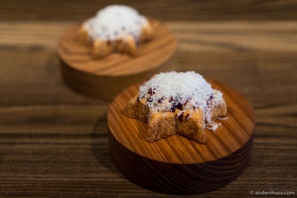 """Struva"" – Rosette cookies with duck liver, parmesan cheese and port wine gel"