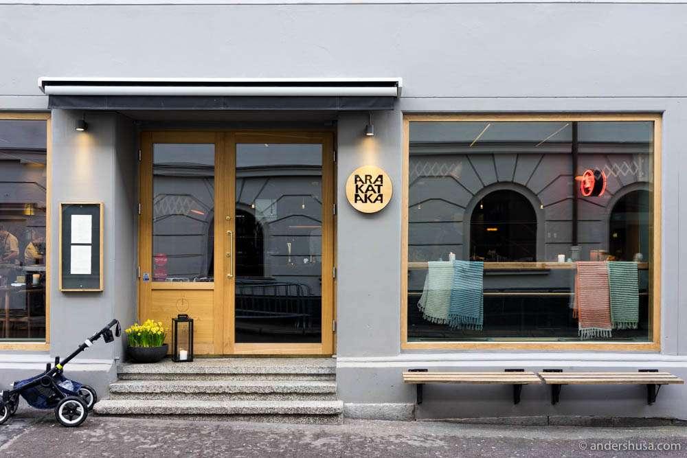 Restaurant Arakataka is located on Mariboes gate