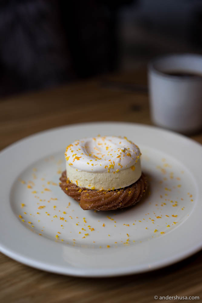 Cinnamon-sugar churros, vanilla- and mezcal parfait, bitter cream & orange zest