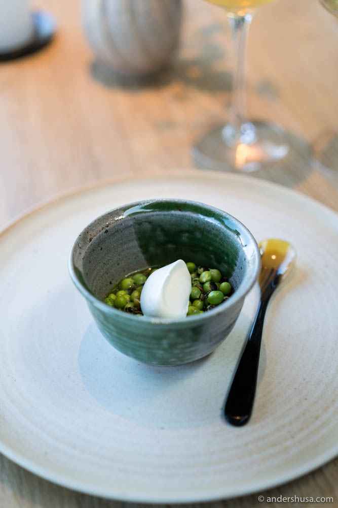 Peas: Peas in a juice of the husk and whipped cream