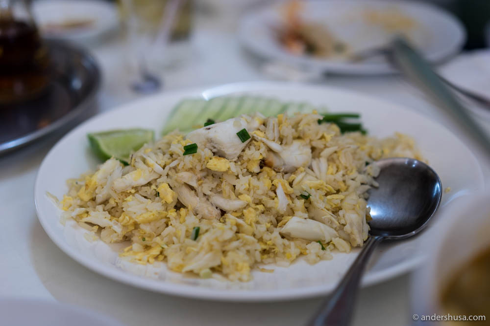 Kao Phad – Fried rice with egg and crab