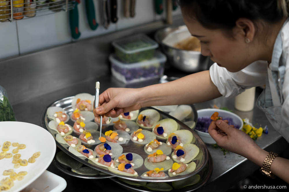 Decorating the raw shrimps with flowers