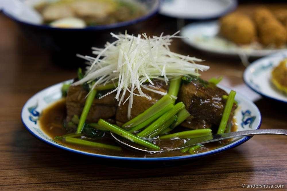Butakakuni – braised pork belly (THB 220)