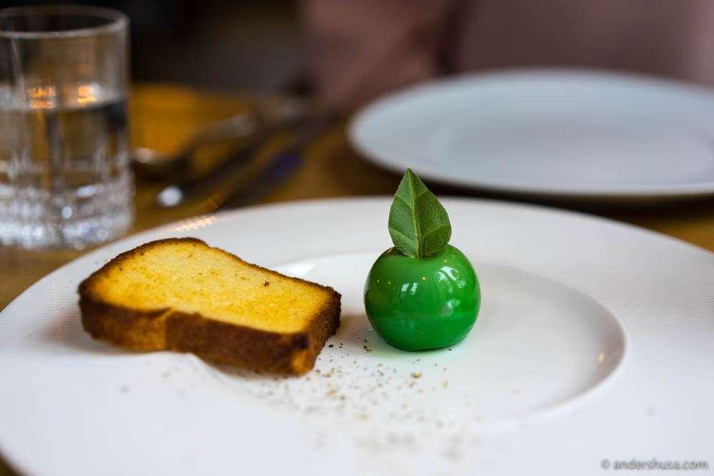 Bird live paté, green apple jelly & brioche