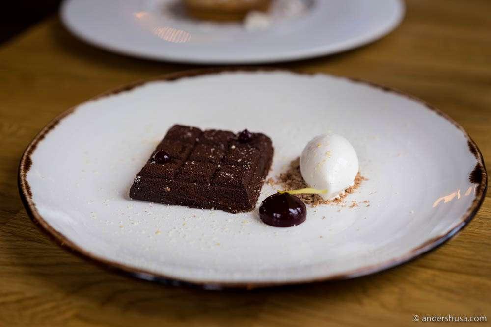 "Chocolate bar ""Mon Repos"" with blackcurrant jelly & cardamom ice cream"