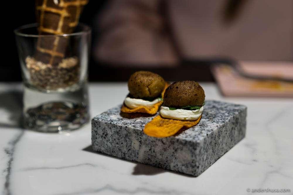 Hot potato – caramelized potato, truffle & cream cheese