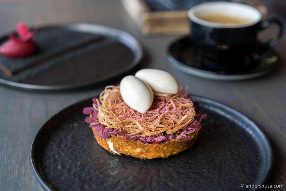 Bird's nest dessert – thin, crispy pastry with vanilla cream & raspberries