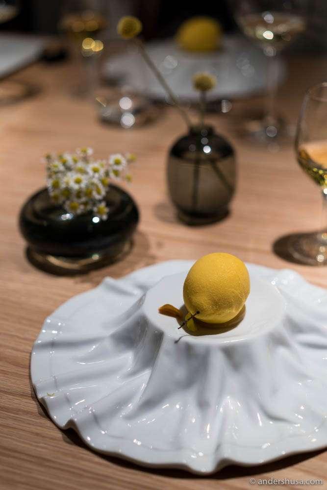 Lemon & yuzu mousse à la Cédric Groulet