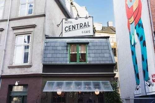 http://Central%20Hotel%20&%20Café