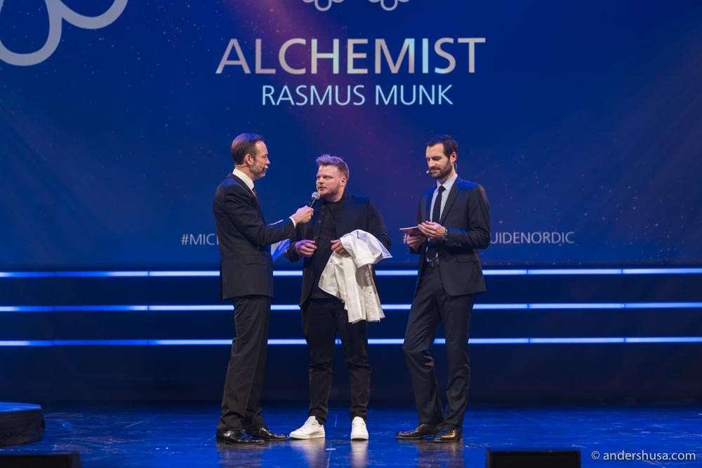 Rasmus Munk accepting his two Michelin star award.